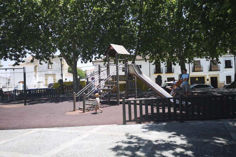 La Concejalía de Jardines fumigará este martes el parque infantil de San Francisco para acabar con una plaga de pulgas