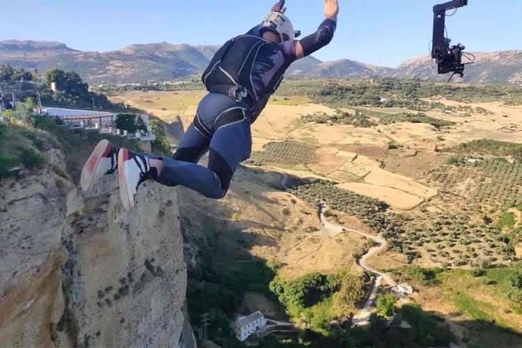 Temerarios paracaidístas están saltando al fondo del Tajo sin ningún tipo de autorización ni medidas de seguridad