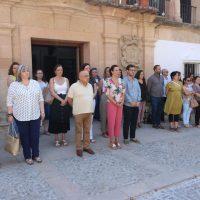 Minuto de silencio a las puertas del Ayuntamiento por el crimen machista de Cortes de la Frontera