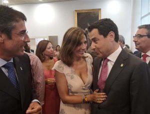 La alcaldesa de Ronda departiendo con el presidente andaluz y el presidente de la Diputación de Málaga.