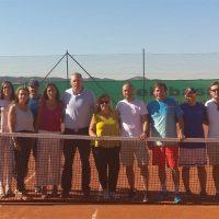 El concejal de Deportes acompaña al Club de Tenis La Torrecilla en la apertura de sus dos nuevas pistas deportivas
