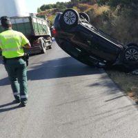 Una persona resulta herida tras volcar su vehículo en la carretera Ronda-Arriate