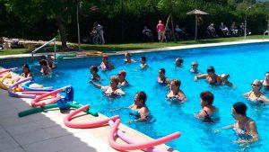 Actividades en la piscina.