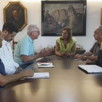 Fernández se reúne con los representantes vecinales de La Planilla para solventar el problema que tiene con el agua esta urbanización
