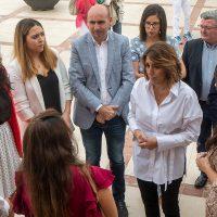 """Susana Díaz reclama en Benaoján medidas para """"recuperar la confianza"""" en el sector cárnico"""