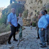 La alcaldesa y técnicos municipales ultiman el estudio del Camino del Desfiladero del Tajo
