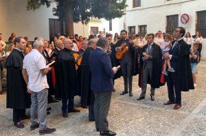 Los auroreros acompañaron a la imagen con sus cánticos. Foto Prensa Ayuntamiento.
