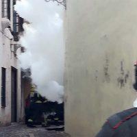 Un incendio en un cuadro eléctrico de Endesa deja esta tarde sin luz a buena parte del casco histórico