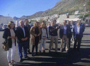La alcaldesa de Ronda ha acompañado a los consejeros durante su visita a Benaoján.
