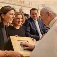 El Papa Francisco recibe en audiencia a la alcaldesa de Ronda