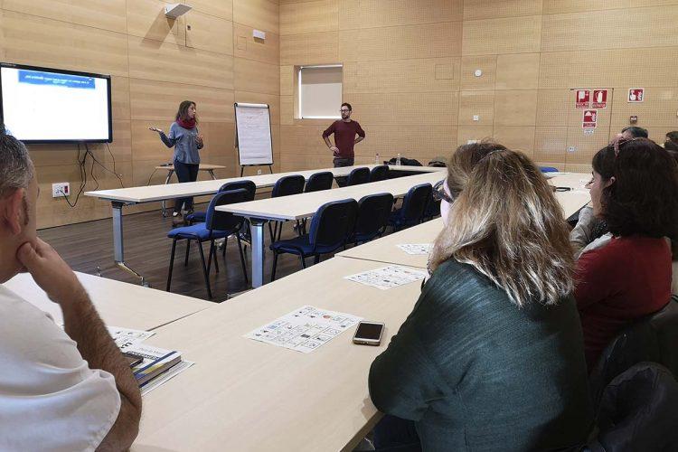 Profesionales de Pediatría del Hospital de la Serranía participan en una sesión de sensibilización con la asociación AOPA