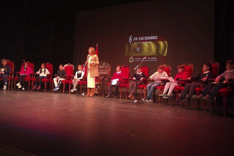 Ronda celebra el Día de la Constitución con la participación de numerosos escolares