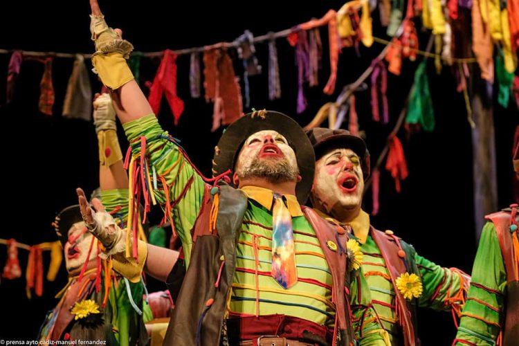 La comparsa rondeña 'Los Caricatos' deja buenas sensaciones en la fase de clasificaciones del Carnaval de Cádiz