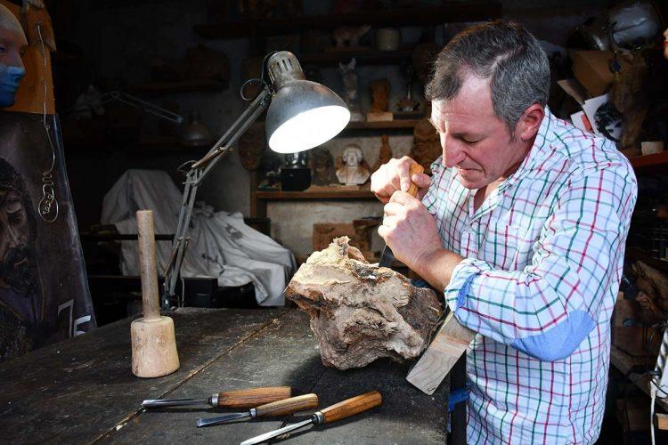 El escultor parauteño Diego Guerrero expndrá su colección denominada 'Emociones' en Torre del Mar