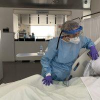 Los contagios mantienen a 13 pacientes Covid ingresados en planta del Hospital y a otros 4 en la UCI
