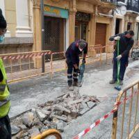 El Ayuntamiento aprovecha el cierre de los comercios para acometer obras en el centro de la ciudad