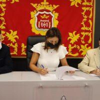 El Ayuntamiento y Apymer firman un convenio para impulsar el Centro Comercial Abierto