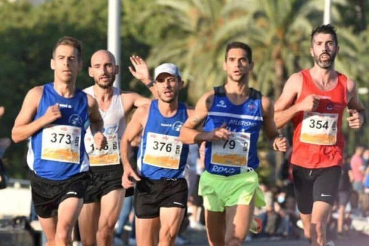 El corredor rondeño Gerardo Perez-Clotet supera su marca personal y queda octavo en su categoría en la Media Maratón de Sevilla