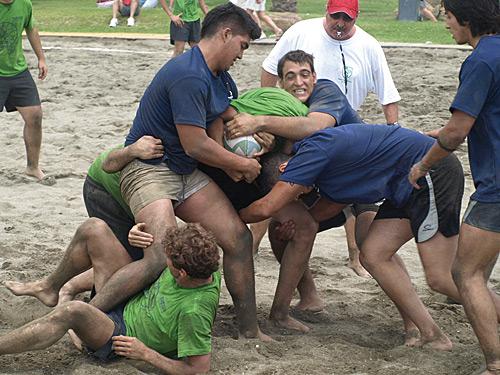 Los partidos se desarollaron en la playa.