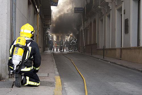 Los vecinos aseguran que no es la primera que ve se incendia ese transformador.