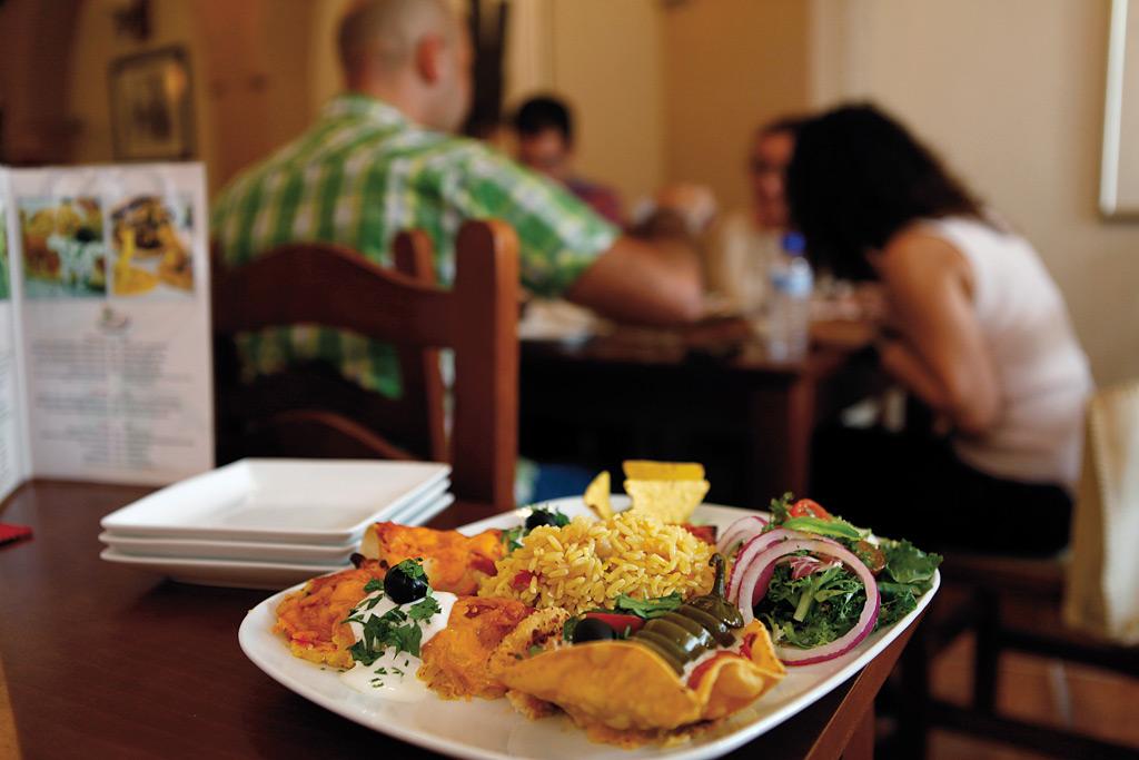 El restaurante se encuentra situado en la calle Santa Celia, en las proximidades de la plaza Carmen Abela.