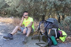 El rondeño atendiendo una de las numerosas llamadas de medios y personalidades interesados en su aventura.