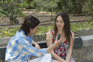 Momento de la entrevista de María con La Voz de Ronda.