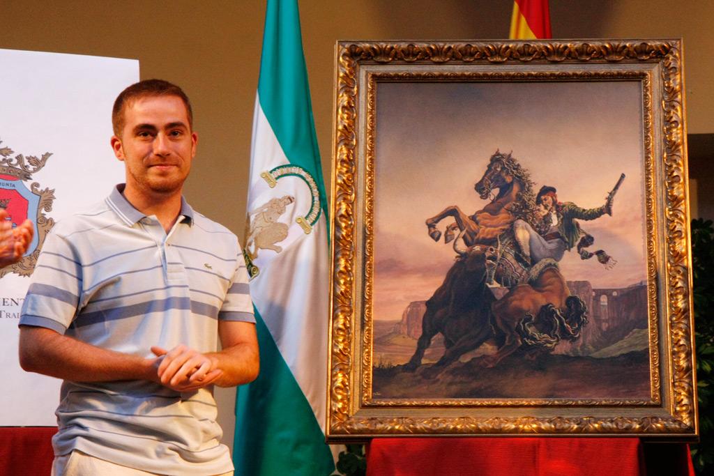 El autor del cartel, Mateo Benítez, junto a su obra.