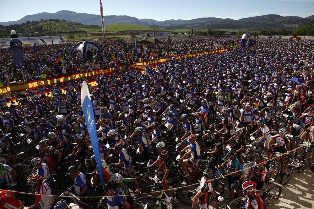 Los 7.000 participantes se reunieron en la ciudad deportiva.