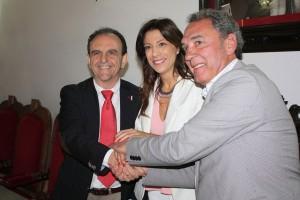 El consejero, la alcaldesa y el presidente de los bodegueros sellan el acuerdo.