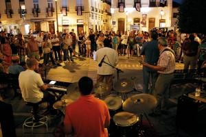 Colossus Jazz tocó en la Plaza de España.