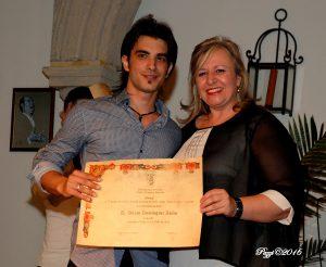 Adrian Domínguez recoge su premio.