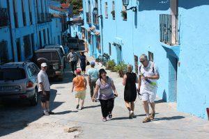 Todas las calles están pintadas de azul para representar el pueblo de los pitufos.