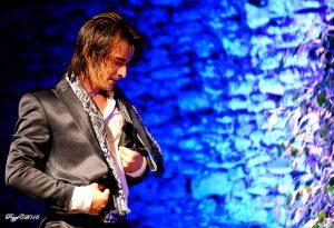 El bailaor Adrián Domínguez en un momento de su actuación. Pezzi.