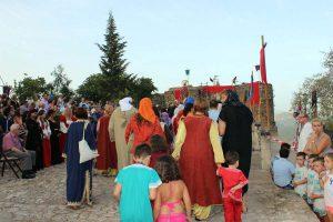 Una gran parte de los 250 vecinos del pueblo participan en la puesta en escena.