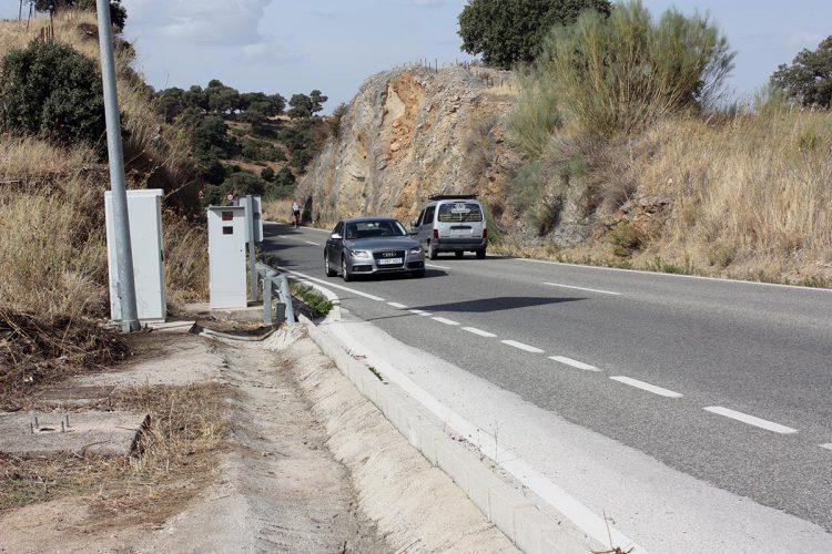 Denuncian a un conductor por circular por la carretera Ronda-San Pedro con las placas de la matrícula ocultas