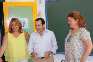 Ruiz Espejo, junto a la alcaldesa y a la delegada de Salud en la visita cursada hoy a Ronda.