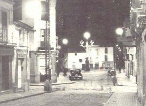 Histórica imagen de la farola de la plaza Carmen de Abela.