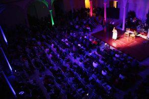 El público llenó el claustro de Santo Domingo.