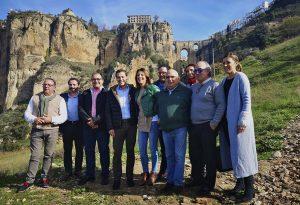 Moreno junto a concejales y cargos comarcales.