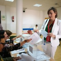 Isabel Aguilera votando en la jornada del pasado domingo 26M.