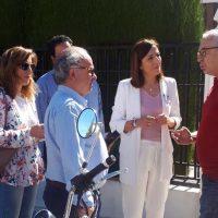 La candidata del PP, Maripaz Fernández, se compromete con los vecinos de La Planilla a resolver el problema que tienen con el agua desde hace décadas