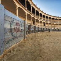 La Real Maestranza de Caballería cede el equipamiento médico del quirófano de la plaza de toros al Hospital de la Serranía