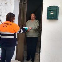 El Ayuntamiento de Algatocín reparte entre los vecinos las mascarrillas que han cosido un grupo de mujeres del pueblo