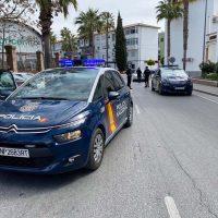 Agentes de la Policía Nacional detienen a un joven en Ronda por vender droga en plena calle