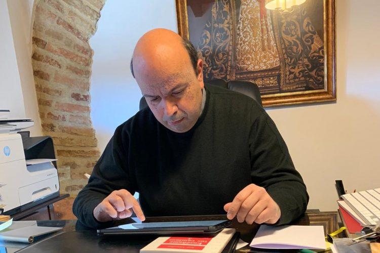 Salvador Guerrero: el cura que anima los rondeños enviándoles por Whatsapp las lecturas diarias del Evangelio