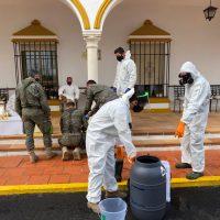 Efectivos de la Legión desinfectan las instalaciones de la residencia de ancianos de las Hermanitas de los Pobres y de Parra Grossi