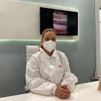 Marta Corrales, odontóloga: «Acudir al dentista es seguro, ya que cumplimos todos los protocolos sanitarios sobre el Covid-19»