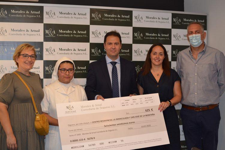 Seguros Morales & Arnal dona la misma cantidad del campeonato de tenis del pasado año, a pesar de su suspensión en esta edición, al colegio de La Inmaculada