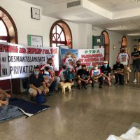 Miembros de la Plataforma en Defensa del Tren Rural protagonizan un encierro en la estación de Ronda para reclamar mejoras en la línea